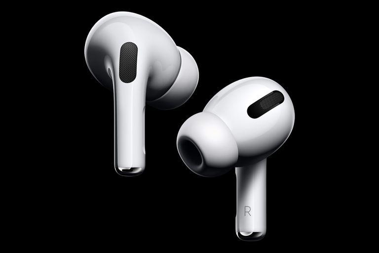 Los AirPods Pro de Apple tienen un nuevo diseño con puntas de silicona para ajustarlo mejor a diferentes tamaños de orejas