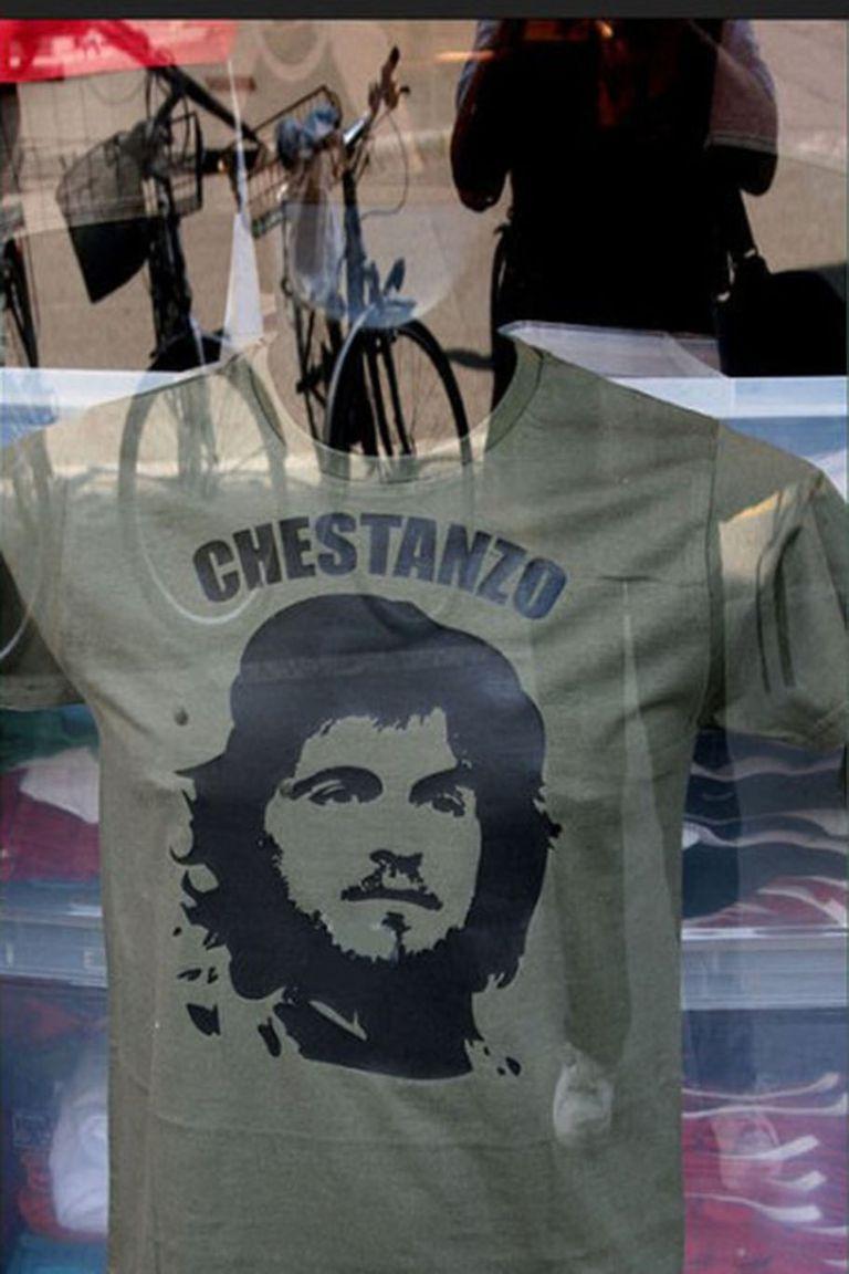 Las remeras utilizando el seudónimo y la figura del Che para que Franco se quede en el club.