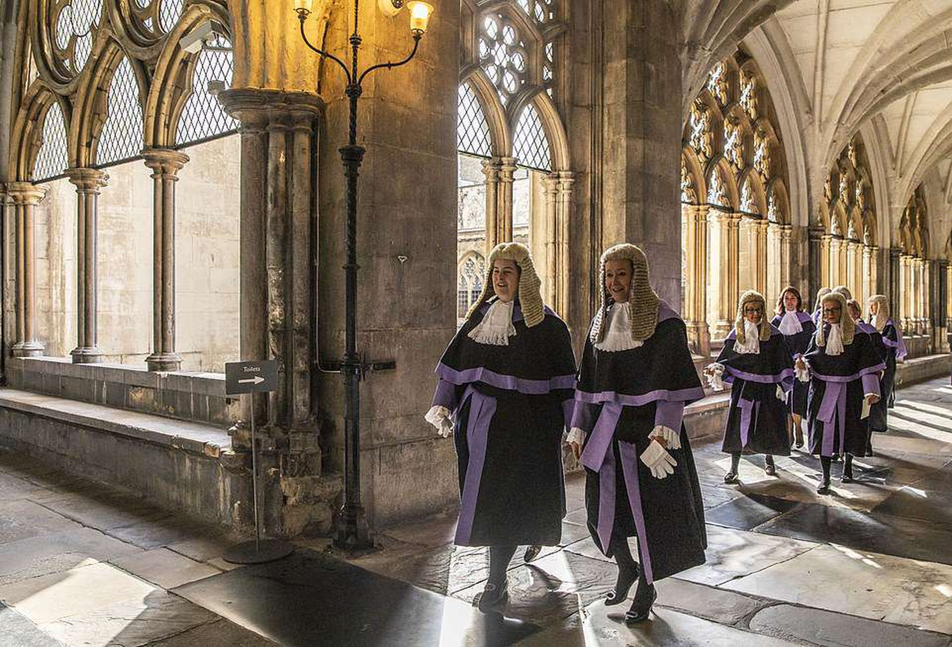 Los jueces de la Corte Suprema ingresan a la abadía de Westminster para celebrar el inicio del año legal.