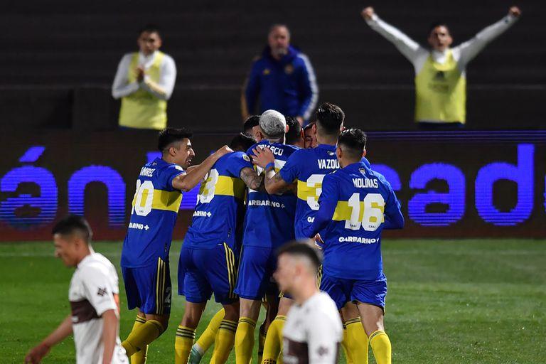 El festejo de todo Boca, tras el gol del Pulpo González en Vicente López