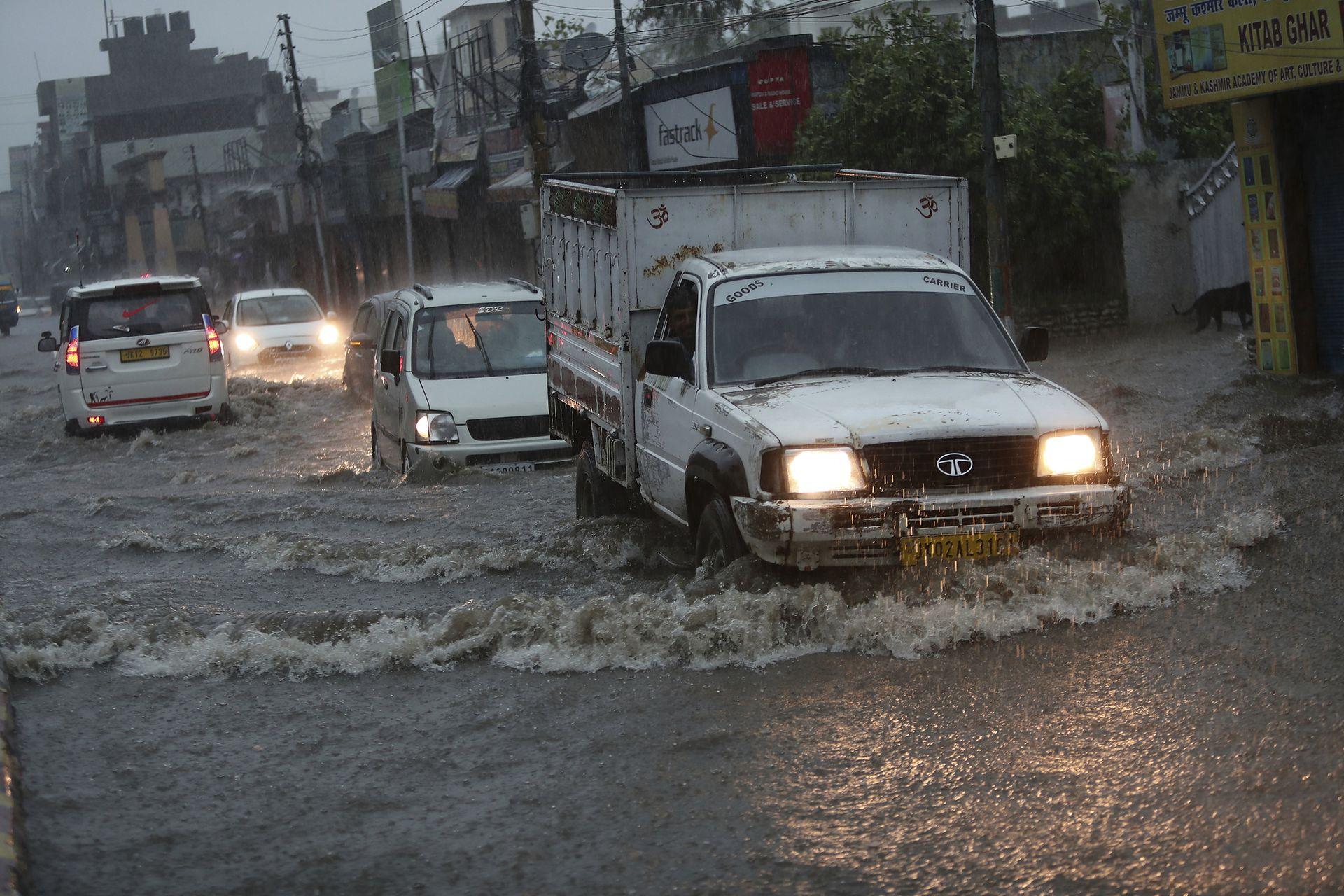 Más de 50 personas murieron por tormentas eléctricas en varios estados de la India, de los cuales 11 estaban en un antiguo fuerte de Rajastán