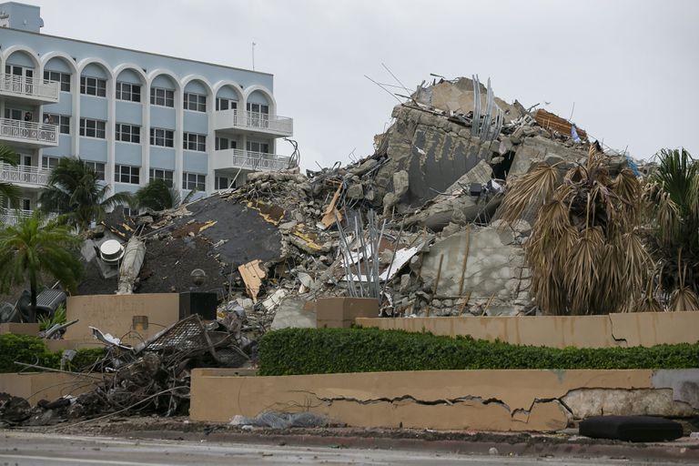 Escombros y restos de la torre Champlain
