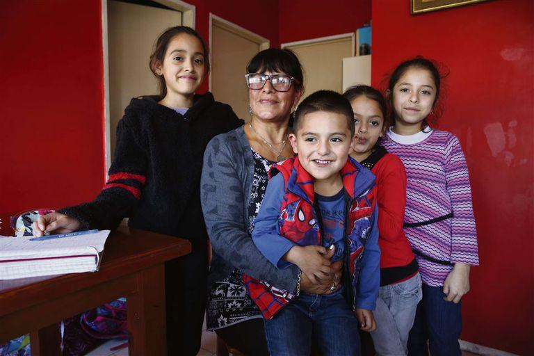 Gilda, rodeada por sus cuatros nietos: Maite, Uma, Julieta y Romeo