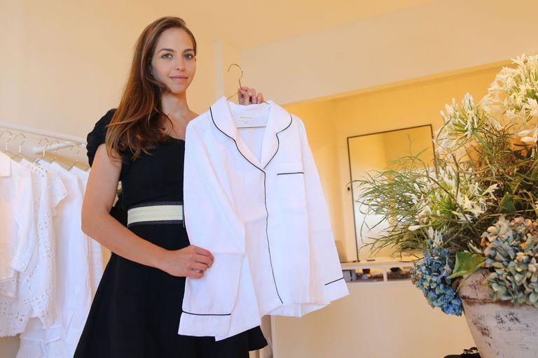 Maia Bergman ofrece en su tienda, De lino en flor, el regreso a un clásico: el lino y el brodery, que no pasan de moda, contra de la cultura de lo desechable