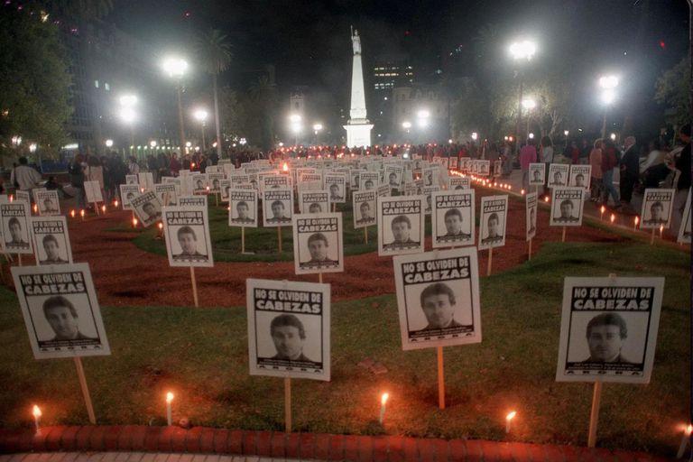 Vigilia en Plaza de Mayo al cumplirse dos meses del asesinato, en 1997