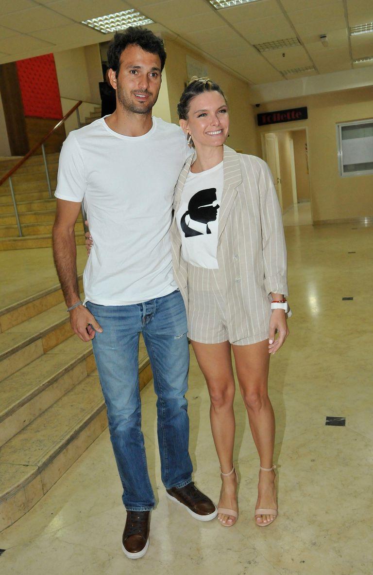 Sofía Zámolo y su marido, José Félix Uriburu posaron sonrientes antes de entrar a la sala