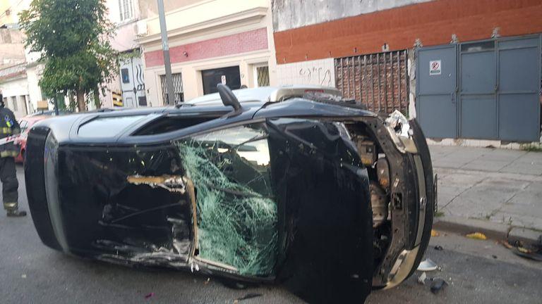 Floresta, una mujer chocó a varios autos, volcó y mordió a los policías que intentaban detenerla