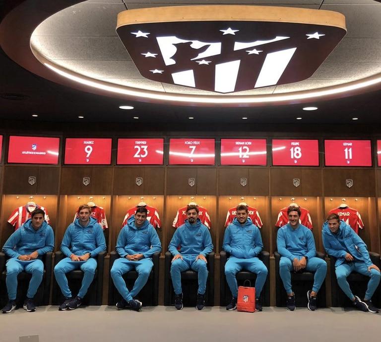 Los jugadores de los Pumas 7s, en el vestuario del estadio Wanda Metropolitano.