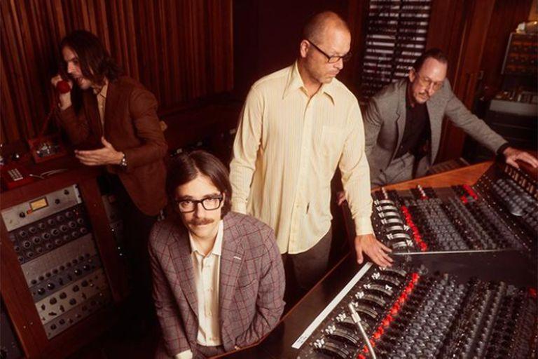 En OK Human, Weezer recurre al barroquismo de The Beach Boys