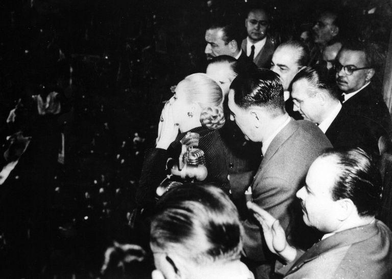El discurso de Eva Perón, la primera imagen transmitida por la TV argentina, el 17 de octubre de 1951