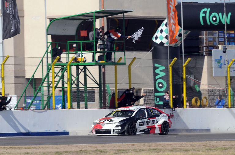 Bandera a cuadros y triunfo de Matías Rossi (Toyota Corolla) en el autódromo de Toay, donde el fin de semana la categoría cumplió 600 carreras