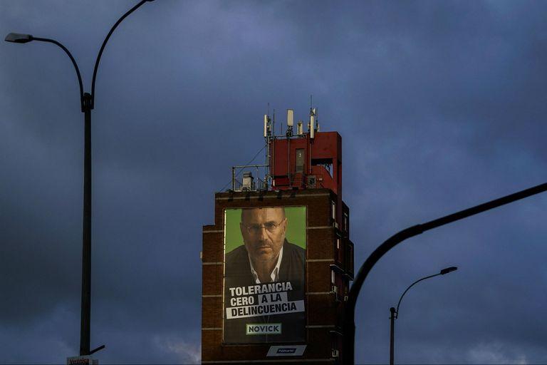 Los afiches del candidato Edgardo Novick cuya principal consigna de campaña es tolerancia cero a la delincuencia