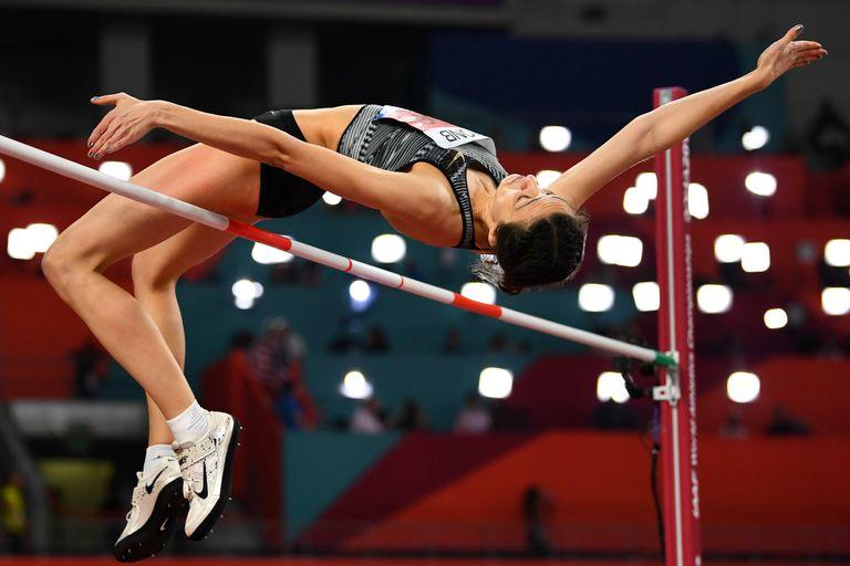 Atletismo: la historia de la triple campeona sin bandera ni himno para celebrar