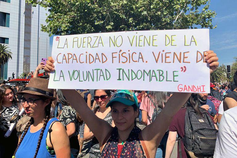 Chile, la calle habla a través de los carteles