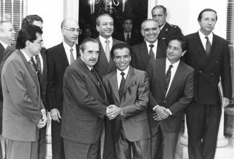 Alfonsín y Menem, tras la firma del Pacto de Olivos