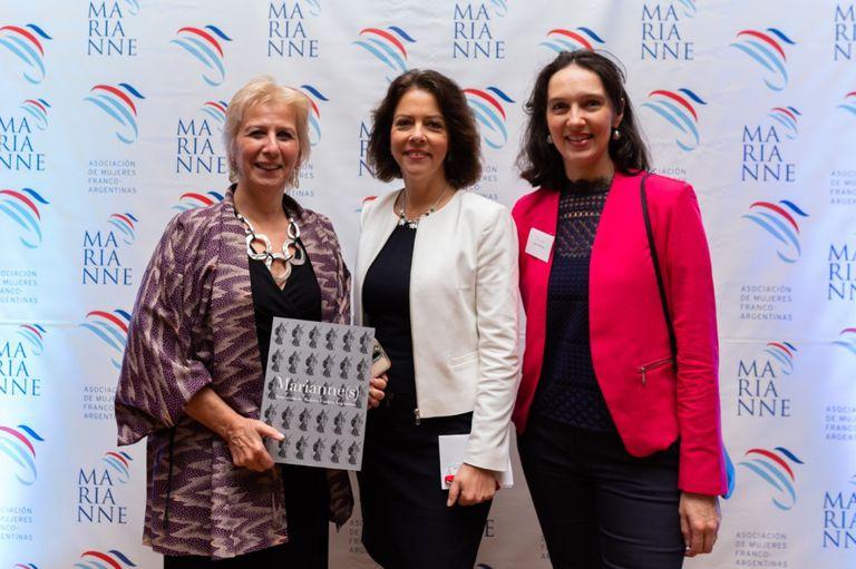 Patricia Pellegrini (presidenta de Marianne), Claudia Sherer-Effosse (embajadora de Francia en Argentina) y Marie Sinizergues (vicepresidenta de Marianne)