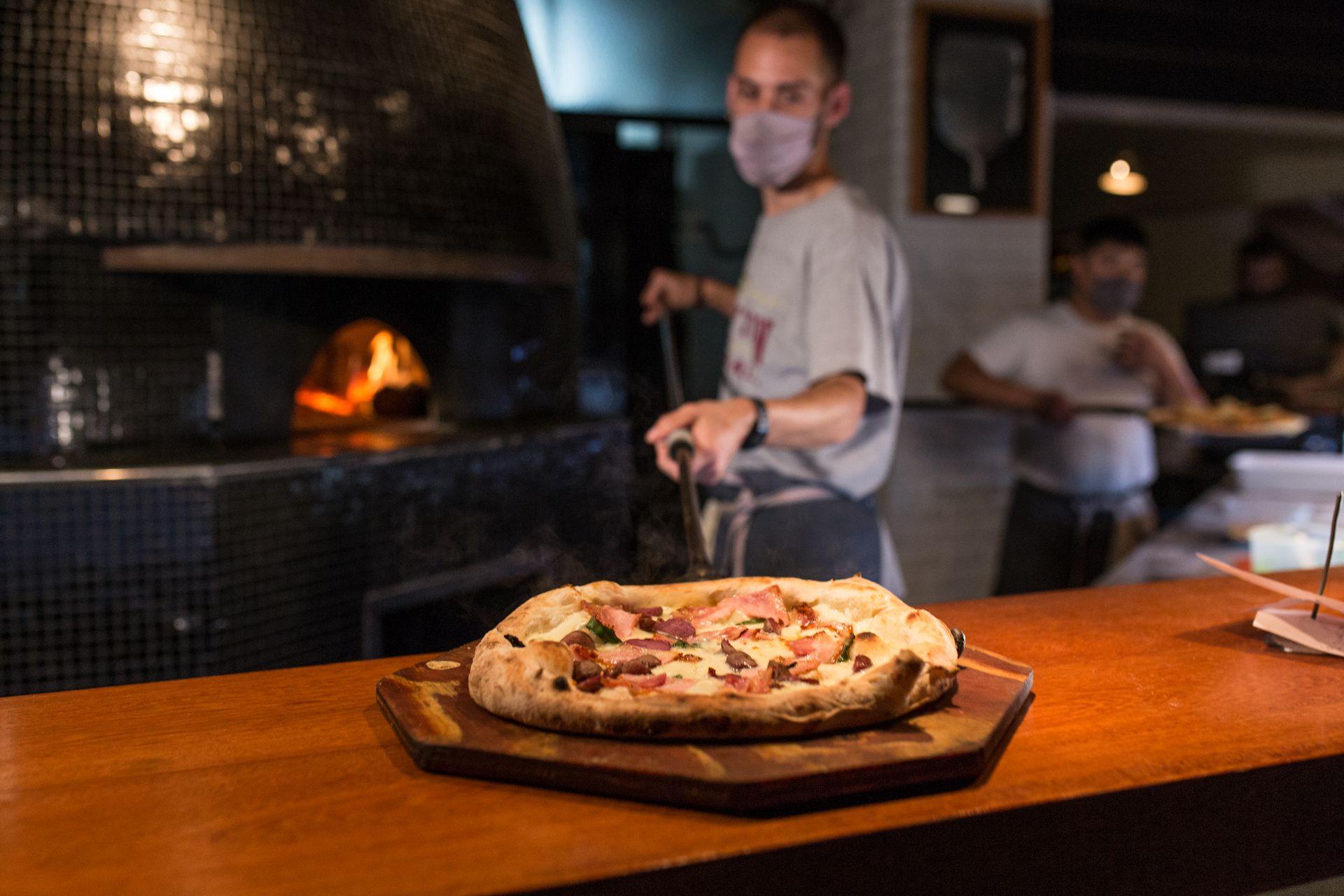 La masa de la pizza de Cucinotto tiene una fermentación de 72 horas, es ligera y delicada.