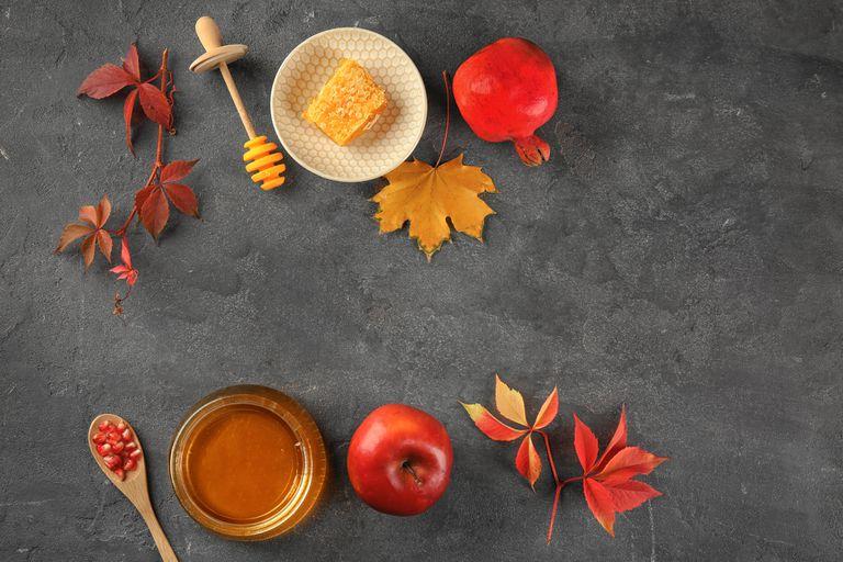 La manzana, la miel y las granadas son algunos de los alimentos típicos del Rosh Hashaná.