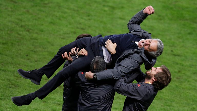 Jose Mourinho del Manchester y su alegria