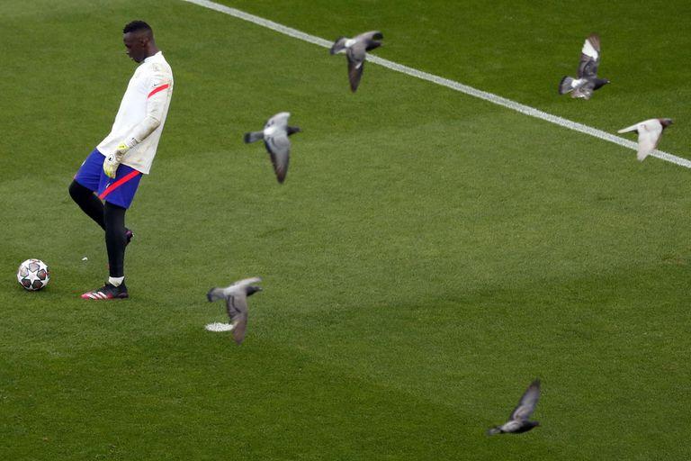 Los sueños del arquero senegalés de Chelsea Edouard Mendy se echan a volar sobre el césped donde este sábado se enfrentarán dos clubes ingleses por el título de campeón de Europa.