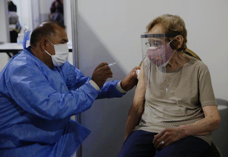 Tercera dosis: cuánto tiempo deben esperar los que necesitan esa vacuna para completar el esquema