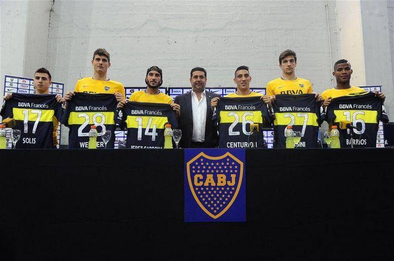 Solís, Werner, Sebastián Pérez, Centurión, Vergini y Barrios, fuweron presentados ayer por el presidente Daniel Angelici
