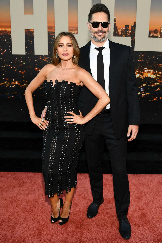 Pareja bella, si las hay. Sofía Vergara y su esposo, el también actor Joe Manganiello; la actriz lució un vestido al cuerpo de Dolce y Gabbana