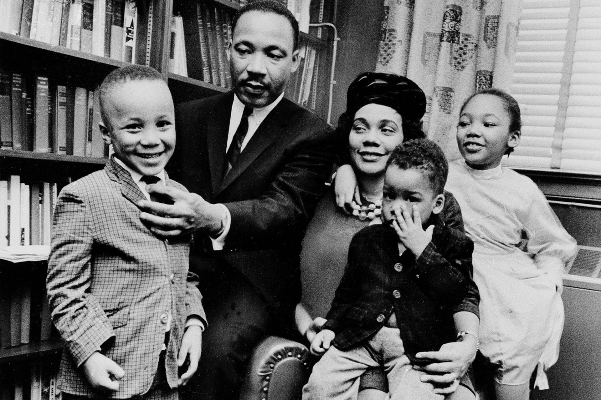 El líder junto a su esposa, Coretta, y tres de sus cuatro hijos