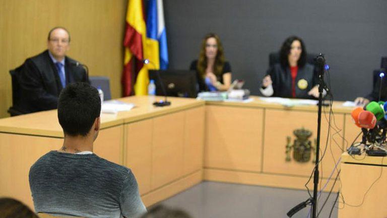 Araujo escucha la condena en España