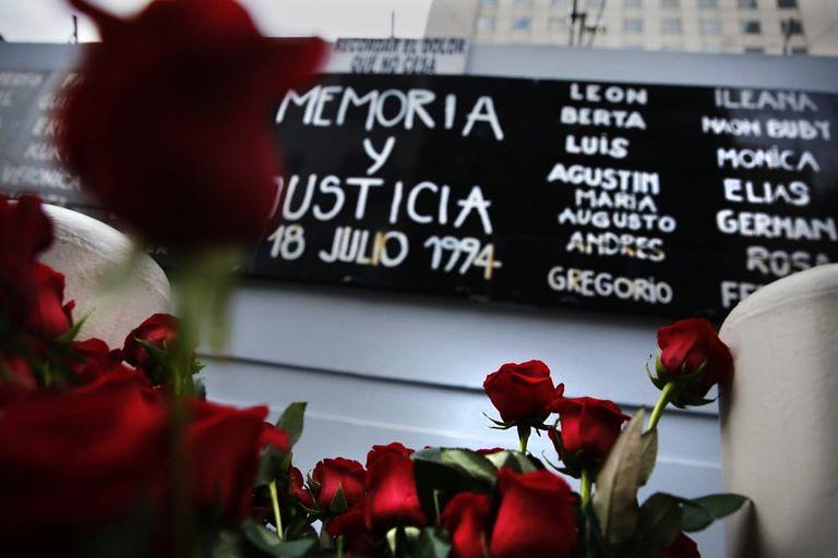 El acto por el aniversario 25 del atentado contra la AMIA, hace dos años, en la sede de Pasteur 633.