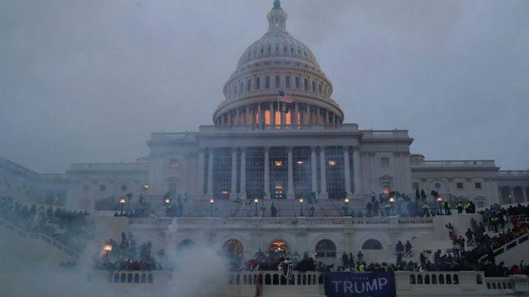La ciudad de Washington impuso un toque de queda este miércoles a partir de las seis de la tarde.