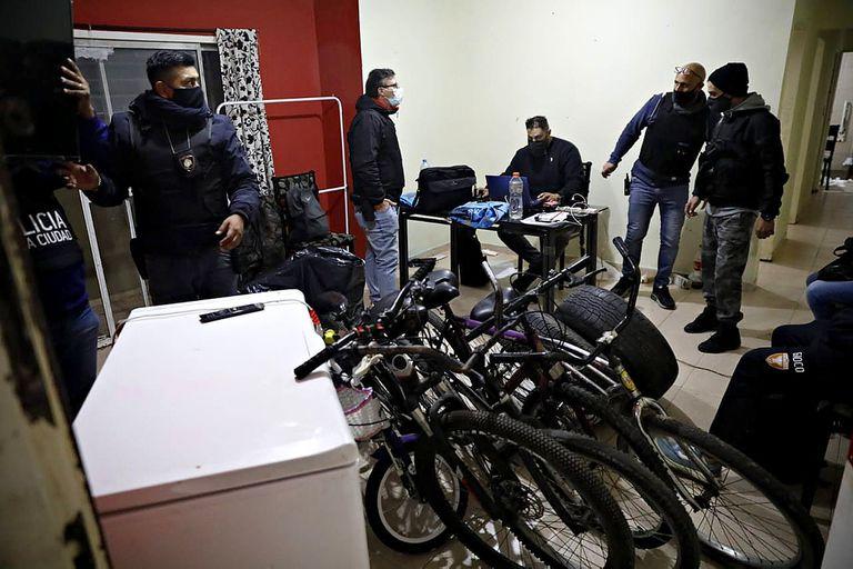 Hoy continuaron los allanamientos en Villa Lugano en viviendas que habrían sido ocupadas por grupos narco