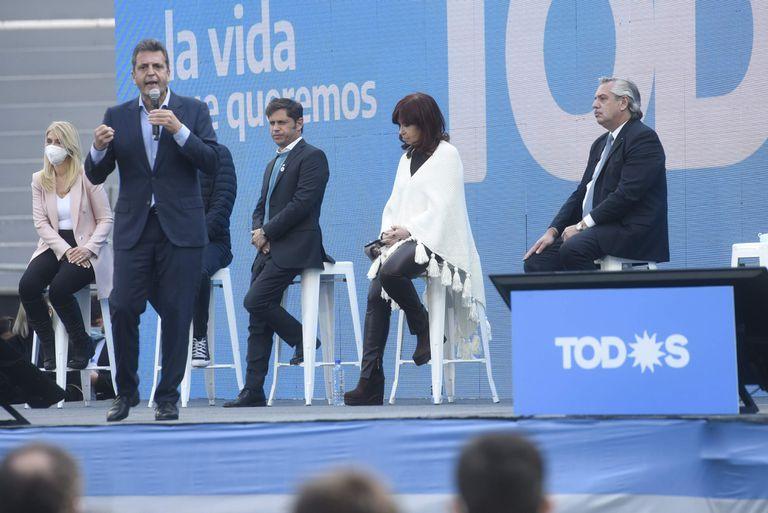 Sergio Massa junto a Cristina Kirchner y Alberto Fernández en el plenario del Frente de Todos de la Provincia de Buenos Aires, en La Plata