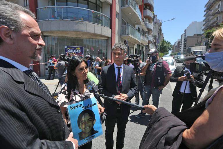 Vivian Perrone, de la ONG Madres del Dolor y los abogados de la familia de la víctima