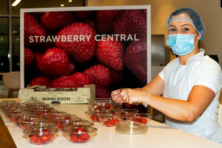 Wimbledon. Qué harán con las miles de porciones de frutillas que no podrá vender