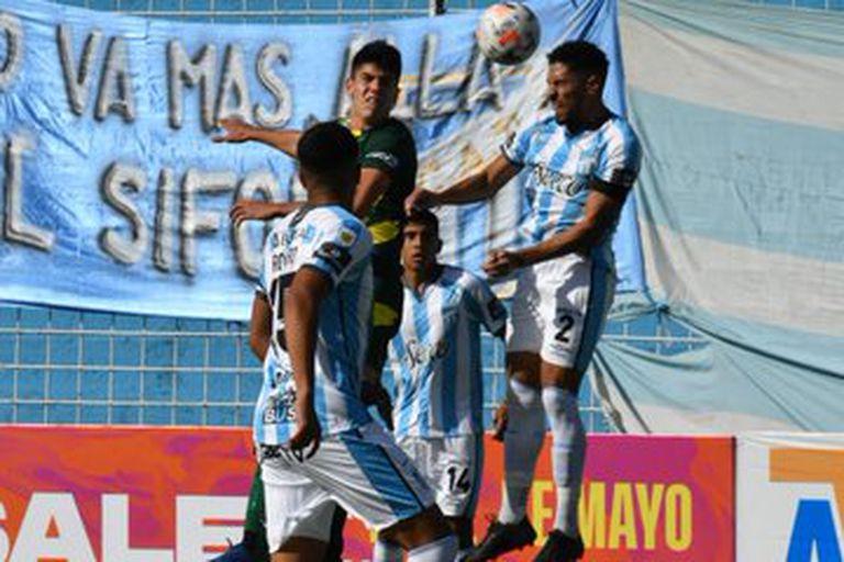 Show del gol. Atlético Tucumán goleó a Defensa y Justicia 5-0 y hace cuentas