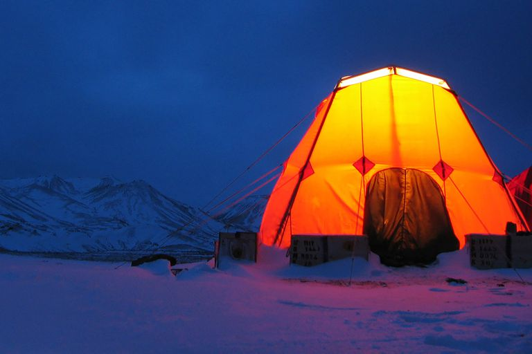 Campamento armado para estudios de campo en la península Antártica