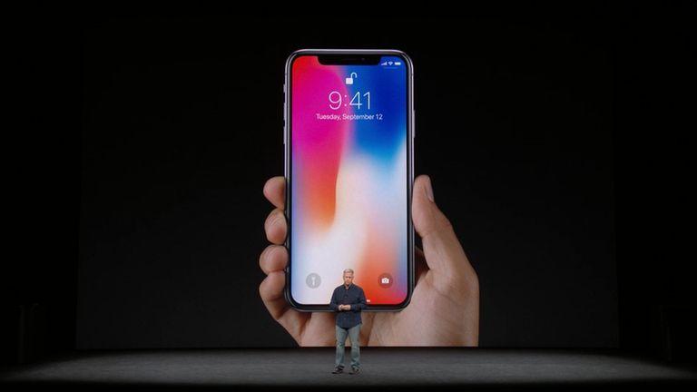 El iPhone X usa un sistema de reconocimiento facial 3D para desbloquear el teléfono