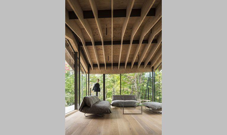 Una casa diseñada por Time and Style en Kitasaku-gun, prefectura de Nagano, donde la madera y la naturaleza son protagonistas