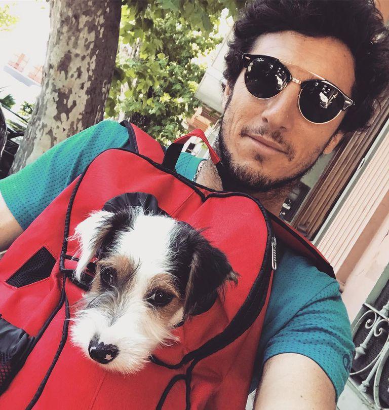 El extenista suele ir con @OsvaldoMonaco a todos lados. Ya debutó en televisión y es modelo de comida para perros.