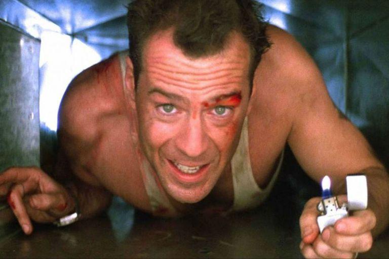 McClane en el sistema de ventilación del Nakatomi Plaza, una imagen ícono de la saga