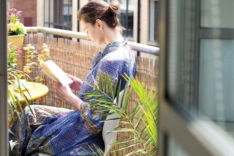 Podés adornar tu balcón con flores y distintos tipos de plantas para aportar verde y distintos aromas