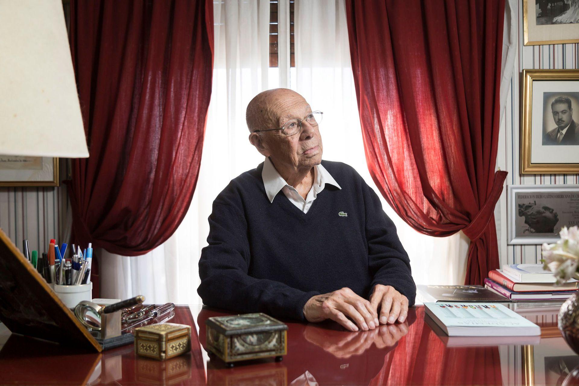 El pionero de la medicina del quemado, Fortunato Benaím, recuperado después de haber sufrido problema de salud, tiene varios proyectos en marcha para elevar el tratamiento de las quemaduras en el país