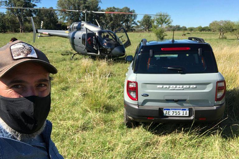 El nuevo dueño transportado en helicóptero a buscar su Bronco