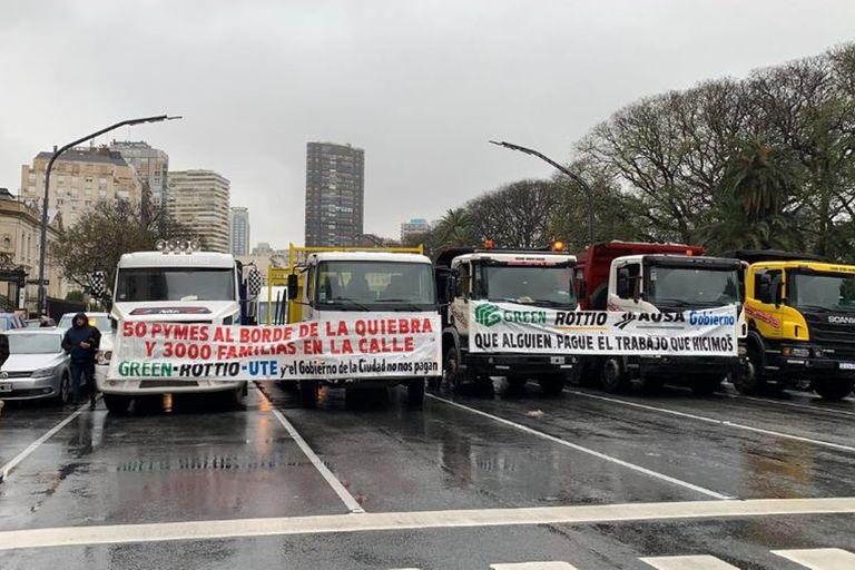 Cinco camiones bloquearon la circulación de la Av Libertador mano a capital