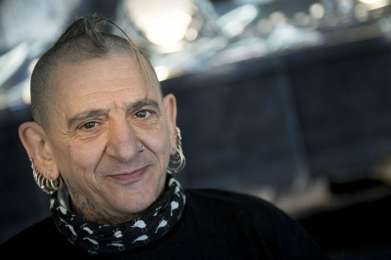 Evaristo, un mito viviente del punk español, está a punto de salir de gira con su histórica banda