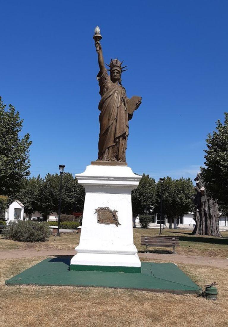 La réplica de la Estatua de la Libertad en General Pirán