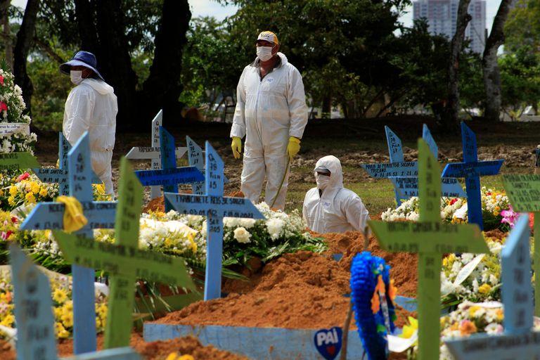 Cementerio Nossa Senhora Aparecida en Manaos, Amazonas