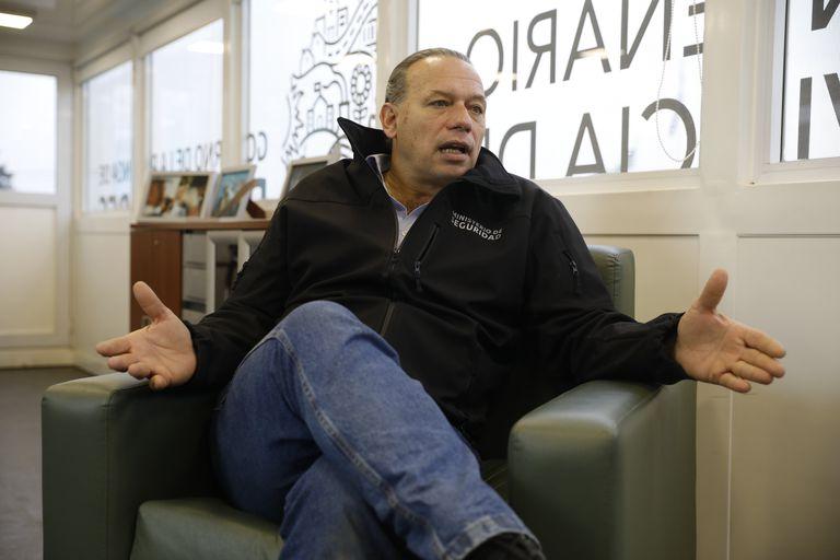 Sergio Berni, en diálogo con LA NACION, en su oficina de Puente 12