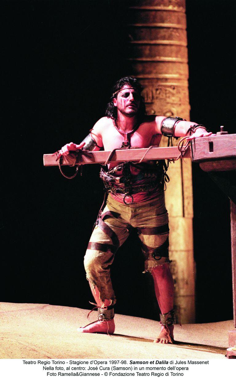 Como Sansón, otro de sus personajes ícono, en el Teatro Regio de Torino (1997)